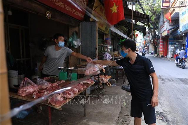 Người dân Hà Nội tấp nập mua bán sau thời gian giãn cách  - Ảnh 2.