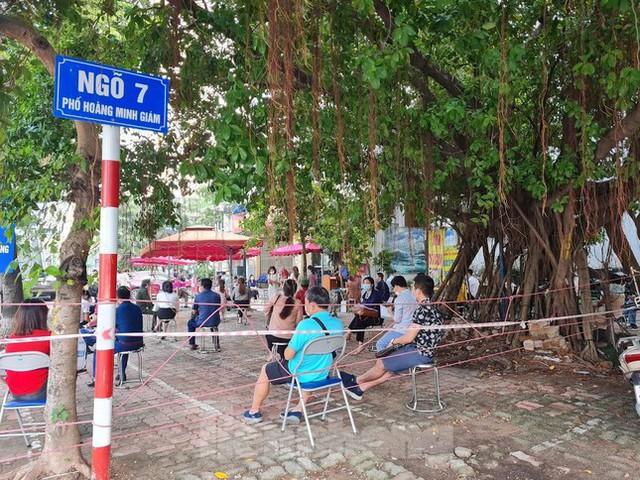 Hình ảnh dân Hà Nội đổ xô làm thủ tục nhà đất ngày đầu nới giãn cách - Ảnh 13.