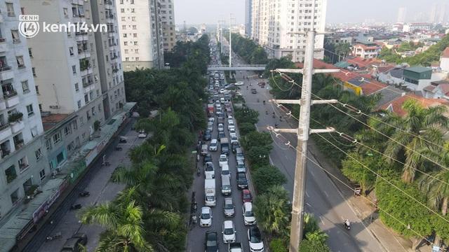 Ảnh: Hà Nội sáng đầu tiên nới lỏng giãn cách xã hội, người dân lại được trải nghiệm đặc sản tắc đường - Ảnh 16.