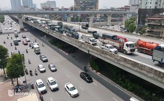 Hà Nội: Đường vành đai 3 trên cao ùn tắc hàng km từ Linh Đàm tới nút giao Phạm Hùng - Ảnh 6.