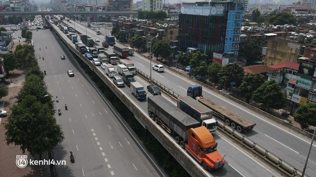 Hà Nội: Đường vành đai 3 trên cao ùn tắc hàng km từ Linh Đàm tới nút giao Phạm Hùng - Ảnh 9.