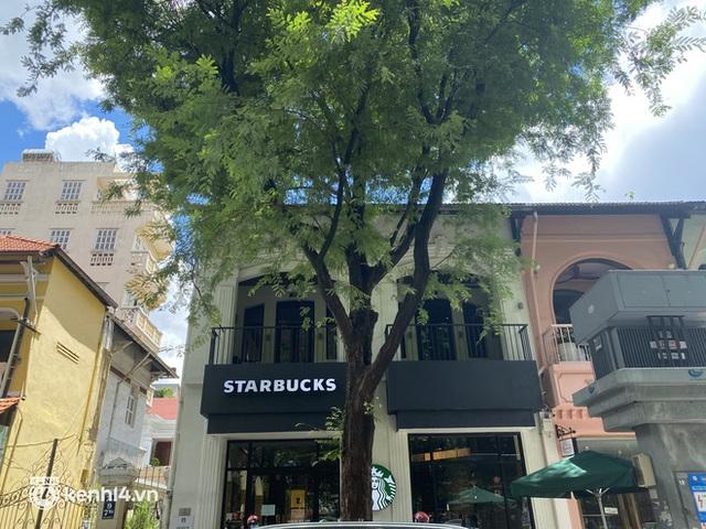 Cửa hàng Starbucks đầu tiên ở Sài Gòn được mở, khách thi nhau giục khiến shipper muốn nản - Ảnh 2.