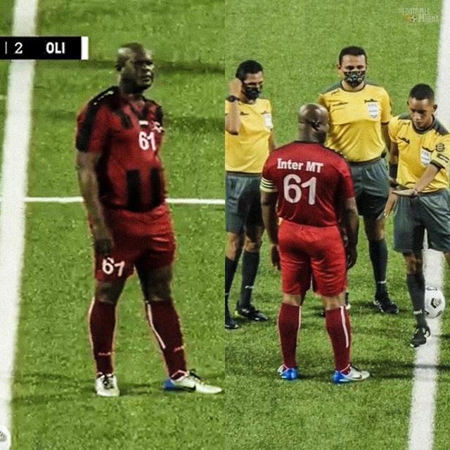 Phó Tổng thống 60 tuổi ra sân đá bóng chuyên nghiệp, tự đeo băng đội trưởng, đội nhà thua 0-6 - Ảnh 2.