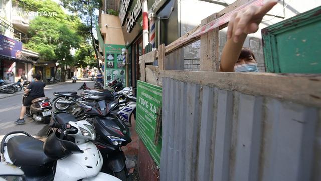 Toàn cảnh Hà Nội trong ngày đầu nới lỏng giãn cách: Đặc sản tắc đường, nhịp sống quay trở lại, người dân ùn ùn ra cửa ngõ rời Thủ đô - Ảnh 25.