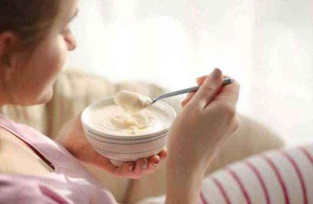 Duy trì thói quen ăn sữa chua trong thời điểm vàng này, phụ nữ sẽ trẻ lâu, phòng ngừa bệnh phụ khoa hiệu quả mà không loại thần dược nào làm được - Ảnh 4.