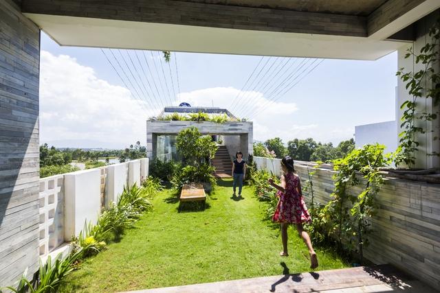 Công viên ngoài trời trên sân thượng ngôi nhà 700 m2 ở Đà Nẵng - Ảnh 1.