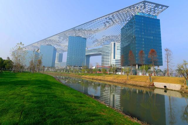 Lộ diện những ứng viên nặng ký trong cuộc bình chọn những tòa nhà xấu nhất ở Trung Quốc - Ảnh 1.