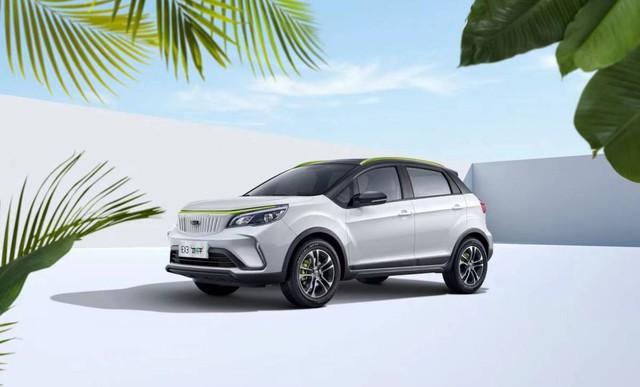 Ô tô điện giá 210 triệu, no pin đi 322 km, về Việt Nam có rộng cửa đấu VinFast VF e34? - Ảnh 1.