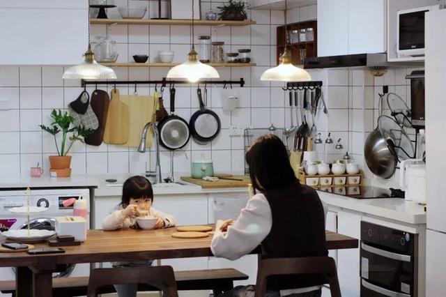 Bà mẹ đơn thân gây bất ngờ nhờ giải pháp nới rộng không gian của ngôi nhà 45m² - Ảnh 15.
