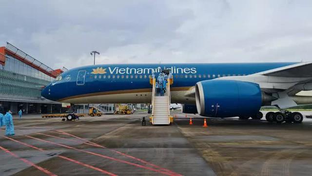 Sân bay Vân Đồn đón chuyến bay thí điểm hộ chiếu vắc-xin cuối cùng - Ảnh 4.