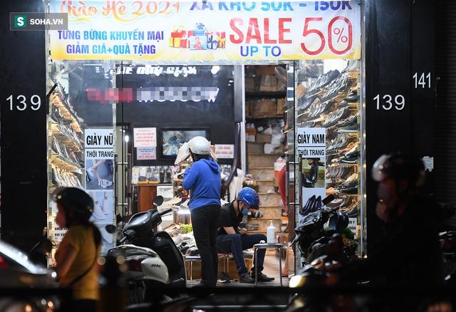 Hà Nội: Phố thời trang, nội thất mở cửa công khai dù chưa được phép - Ảnh 5.