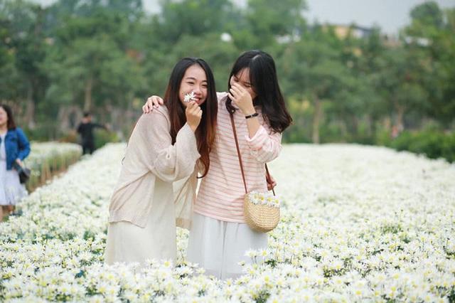 Đại học đẹp nhất nhì Hà Nội: Trường gì mà như chốn non nước hữu tình, còn có sự tích gây xôn xao MXH suốt thời gian dài - Ảnh 7.