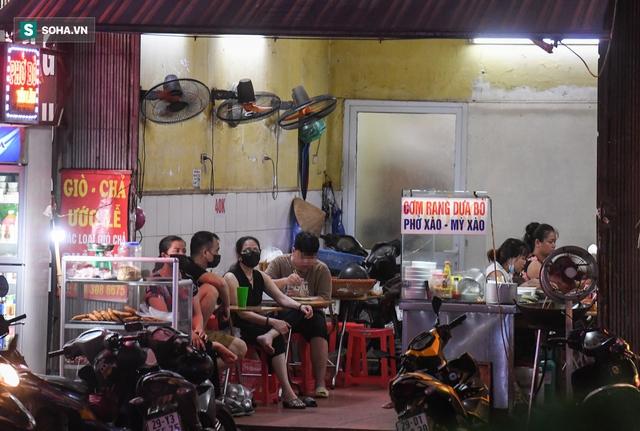 Hà Nội: Phố thời trang, nội thất mở cửa công khai dù chưa được phép - Ảnh 9.