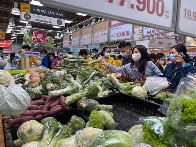 Chuyên gia VinaCapital: Điểm lại các ngành hưởng lợi khi Việt Nam chuyển từ chiến lược zero Covid sang sống chung với virus - Ảnh 4.