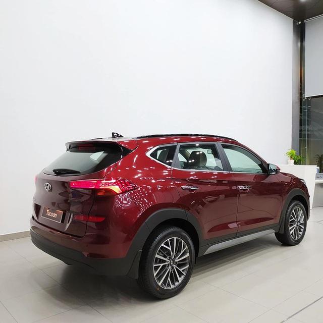 Hyundai Tucson giảm giá gần 100 triệu đồng tại đại lý: Giá thấp nhất từ trước tới nay, động thái dọn kho đón phiên bản mới - Ảnh 2.