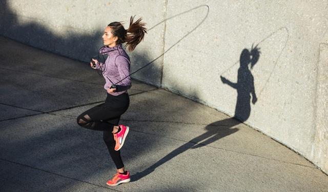 Tập bộ môn này 15 phút mỗi ngày tương đương chạy bộ nửa tiếng, đặc biệt còn có 5 lợi ích sức khỏe khác bạn không thể bỏ qua - Ảnh 2.