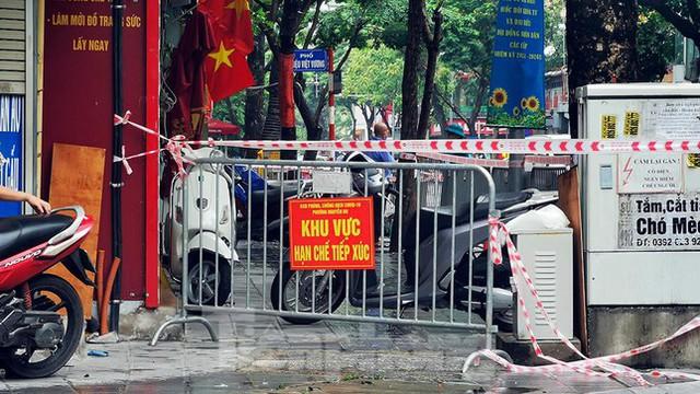 Phát hiện ca mắc mới, Hà Nội phong tỏa một đoạn phố Trần Nhân Tông - Ảnh 3.