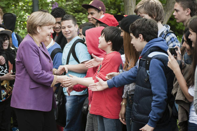 """Từ """"kẻ ốm yếu"""" đến quốc gia giàu nhất châu Âu: Đức tiến xa như thế nào dưới thời bà Angela Merkel? - Ảnh 2."""