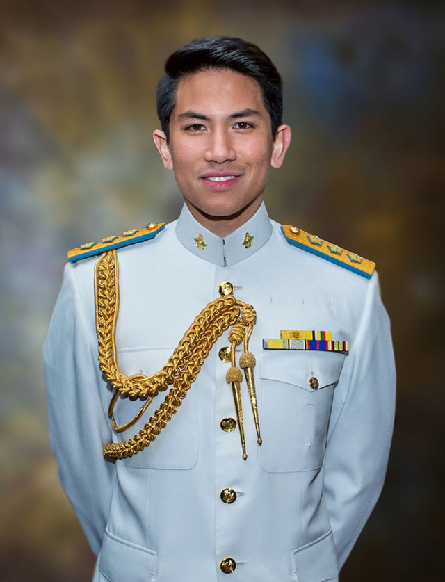 """Hoàng tử điển trai nhất Brunei - người thừa kế 20 tỷ USD """"cực phẩm"""" từ đầu đến chân từng làm MXH náo loạn giờ có cuộc sống thế nào? - Ảnh 2."""