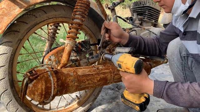 Thanh niên Việt Nam mang chiếc Minsk hoen gỉ về phục chế, dân mạng nước ngoài 'vỗ tay rào rào' - Ảnh 2.
