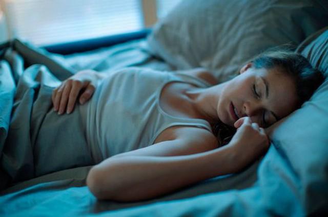 4 loại quả tuyệt đối KHÔNG được ăn khi vừa ngủ dậy buổi sáng, thế nhưng ăn vào buổi tối lại TỐT ngang thuốc bổ - Ảnh 1.