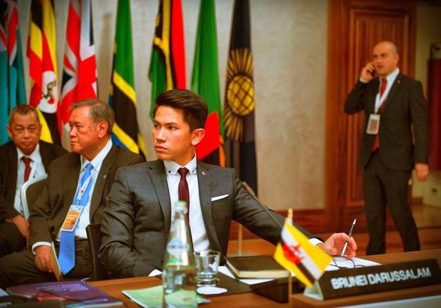 """Hoàng tử điển trai nhất Brunei - người thừa kế 20 tỷ USD """"cực phẩm"""" từ đầu đến chân từng làm MXH náo loạn giờ có cuộc sống thế nào? - Ảnh 4."""