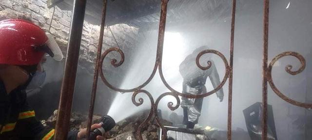 Cháy lớn ở cửa hàng gas, khói và lửa bốc cao hàng chục mét - Ảnh 4.