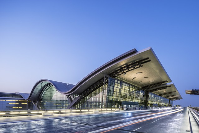 Top 10 sân bay sang chảnh bậc nhất thế giới: Singapore đẹp như khu nghỉ dưỡng trị giá 1,7 tỷ USD cũng chỉ hạng 3, quốc gia TOP 1 là cái tên không ngờ - Ảnh 5.