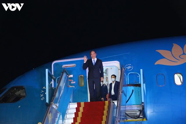 Ảnh: Chuyên cơ chở Chủ tịch nước Nguyễn Xuân Phúc về đến Hà Nội cùng lượng lớn vacinne - Ảnh 2.