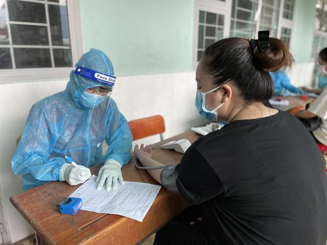 TP Hồ Chí Minh đã qua đỉnh dịch, số bệnh nhân nặng phải thở máy ngày càng giảm - Ảnh 1.