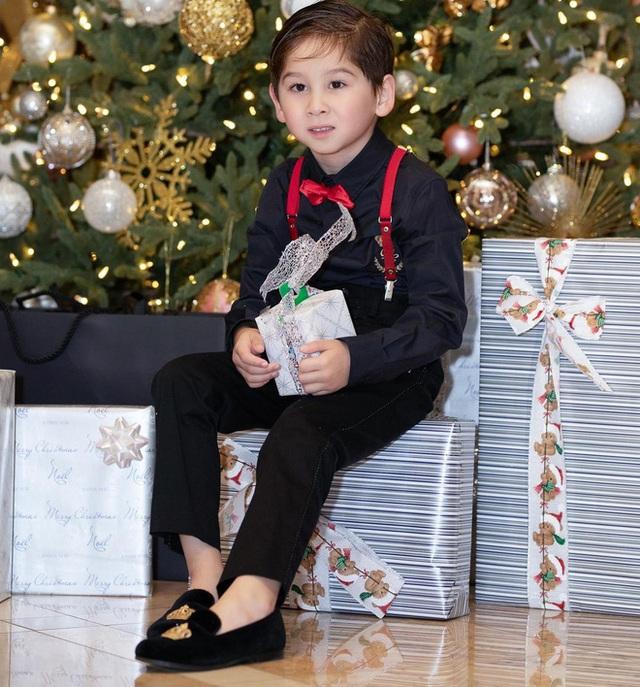 Thiếu gia 8 tuổi của nữ tỷ phú người Việt đón sinh nhật xa hoa trong lâu đài 800 tỷ - Ảnh 21.