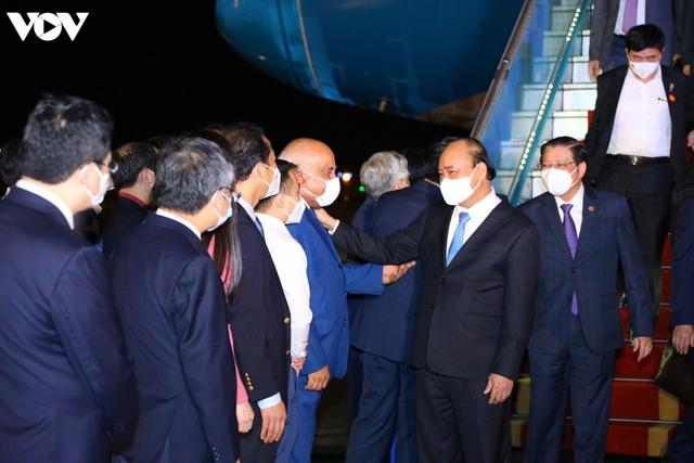 Ảnh: Chuyên cơ chở Chủ tịch nước Nguyễn Xuân Phúc về đến Hà Nội cùng lượng lớn vacinne - Ảnh 3.