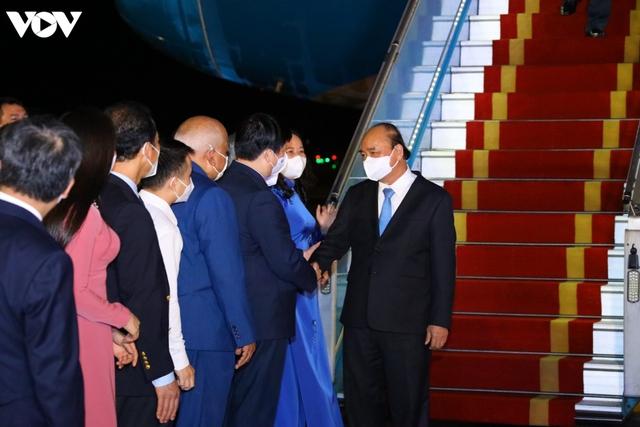 Ảnh: Chuyên cơ chở Chủ tịch nước Nguyễn Xuân Phúc về đến Hà Nội cùng lượng lớn vacinne - Ảnh 4.