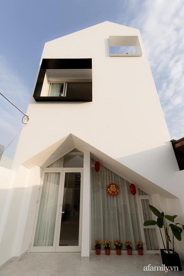Căn nhà phố màu trắng gọn xinh ấm cúng của cặp vợ chồng trẻ Đà Nẵng có chi phí hoàn thiện 1,4 tỷ đồng - Ảnh 2.