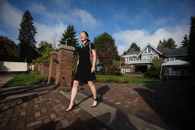 Bất ngờ với cuộc sống của Công chúa Huawei khi còn bị giam ở Canada: Thoải mái ăn nhà hàng, sắm đồ hiệu - Ảnh 2.