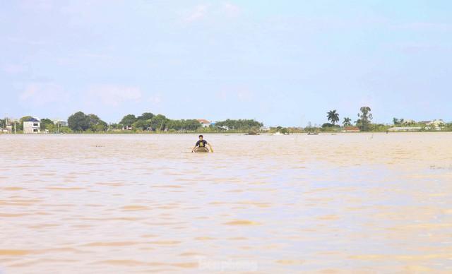 Hình ảnh chưa từng có trong tâm lụt tại Nghệ An - Ảnh 3.