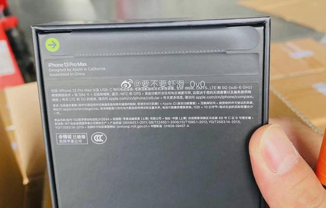 Mới ra vài ngày, seal iPhone 13 đã bị người Trung Quốc làm giả: Giá chỉ 7.000 đồng, dán 1 phút là xong - Ảnh 1.