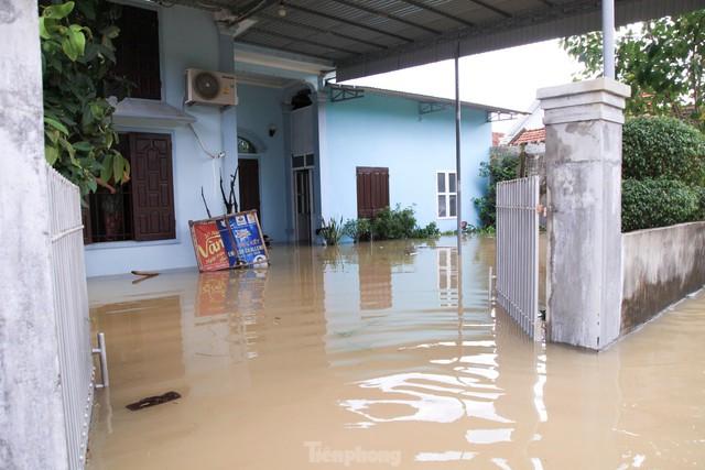 Hình ảnh chưa từng có trong tâm lụt tại Nghệ An - Ảnh 4.