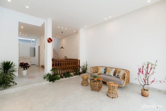 Căn nhà phố màu trắng gọn xinh ấm cúng của cặp vợ chồng trẻ Đà Nẵng có chi phí hoàn thiện 1,4 tỷ đồng - Ảnh 4.