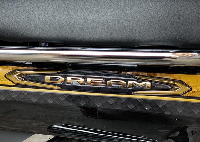 Cận cảnh Honda Dream 2022 cập bến đại lý, giá không ngờ - Ảnh 4.