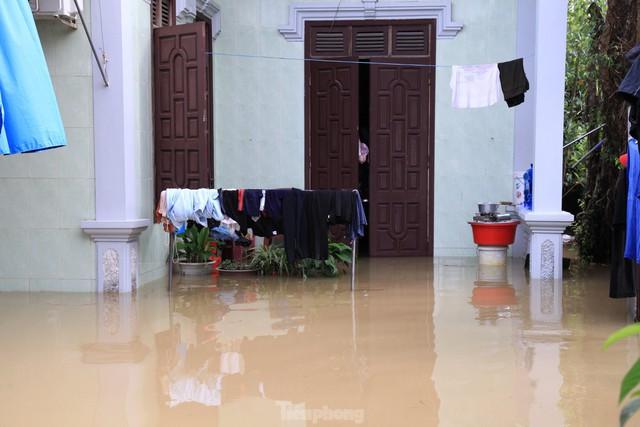 Hình ảnh chưa từng có trong tâm lụt tại Nghệ An - Ảnh 7.