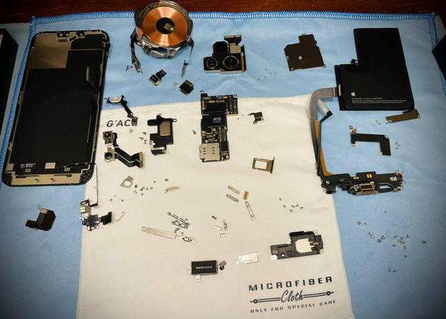 """Chi tiết iPhone 13 Pro Max bản mạ vàng và kim cương siêu """"sang chảnh"""" giá hơn 130 triệu đồng tại Việt Nam - Ảnh 3."""