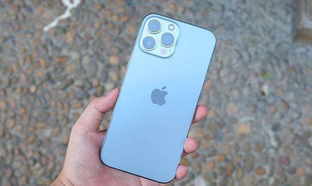 """Giá iPhone 13 Pro Max xách tay """"nhảy múa"""" theo giờ, giảm gần 10 triệu đồng sau 2 ngày về Việt Nam - Ảnh 1."""