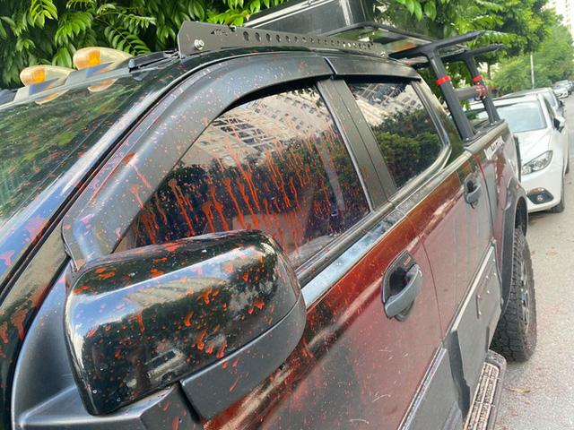 Hà Nội: Hàng loạt xe ô tô bị tạt sơn đỏ trong Khu đô thị Trung Văn - Ảnh 2.