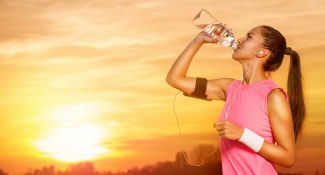 5 trường hợp cần rất cẩn trọng khi uống nước: Thói quen uống nước sai lầm chẳng đem lại lợi ích gì mà còn tổn hại tới sức khỏe! - Ảnh 2.
