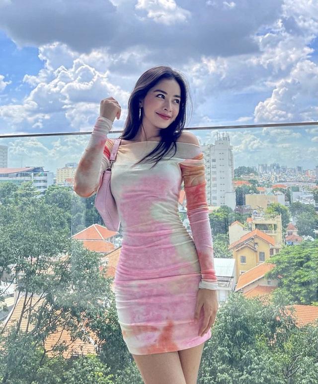 Chi Pu 28 tuổi: Ở villa bạc tỷ có view trung tâm thành phố, mạnh tay chi 10 tỷ đồng cho 1 bộ trang sức, đồ hiệu dát đầy người - Ảnh 2.