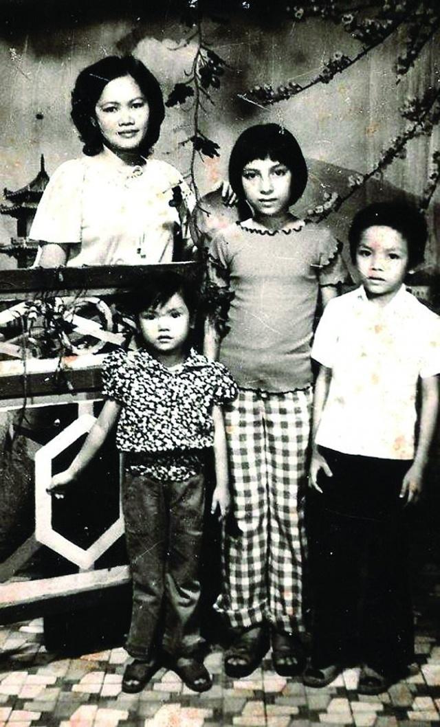 Cuộc đời đáng nhớ của Phi Nhung: Từng được mệnh danh là nữ hoàng băng đĩa, trở thành mẹ nuôi của 23 đứa trẻ, chăm chỉ làm thiện nguyện đến những ngày cuối cùng - Ảnh 1.
