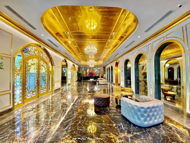 Cận cảnh tô phở sặc mùi tiền ở khách sạn dát vàng hot nhất Việt Nam, xem xong dân mạng chỉ để ý chi tiết này - Ảnh 5.
