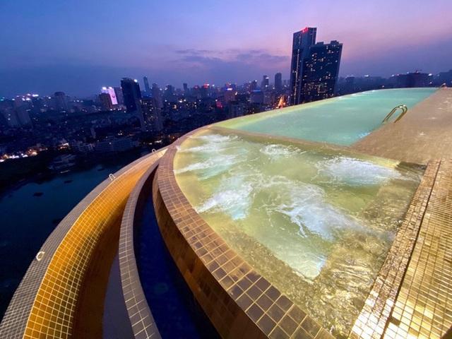 Cận cảnh tô phở sặc mùi tiền ở khách sạn dát vàng hot nhất Việt Nam, xem xong dân mạng chỉ để ý chi tiết này - Ảnh 6.