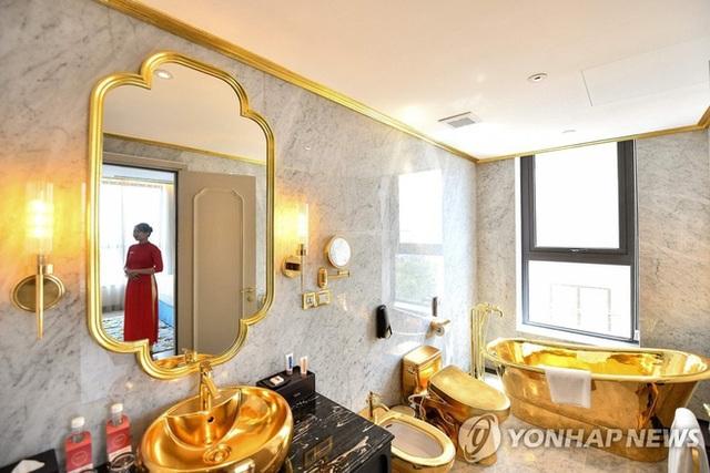 Cận cảnh tô phở sặc mùi tiền ở khách sạn dát vàng hot nhất Việt Nam, xem xong dân mạng chỉ để ý chi tiết này - Ảnh 8.